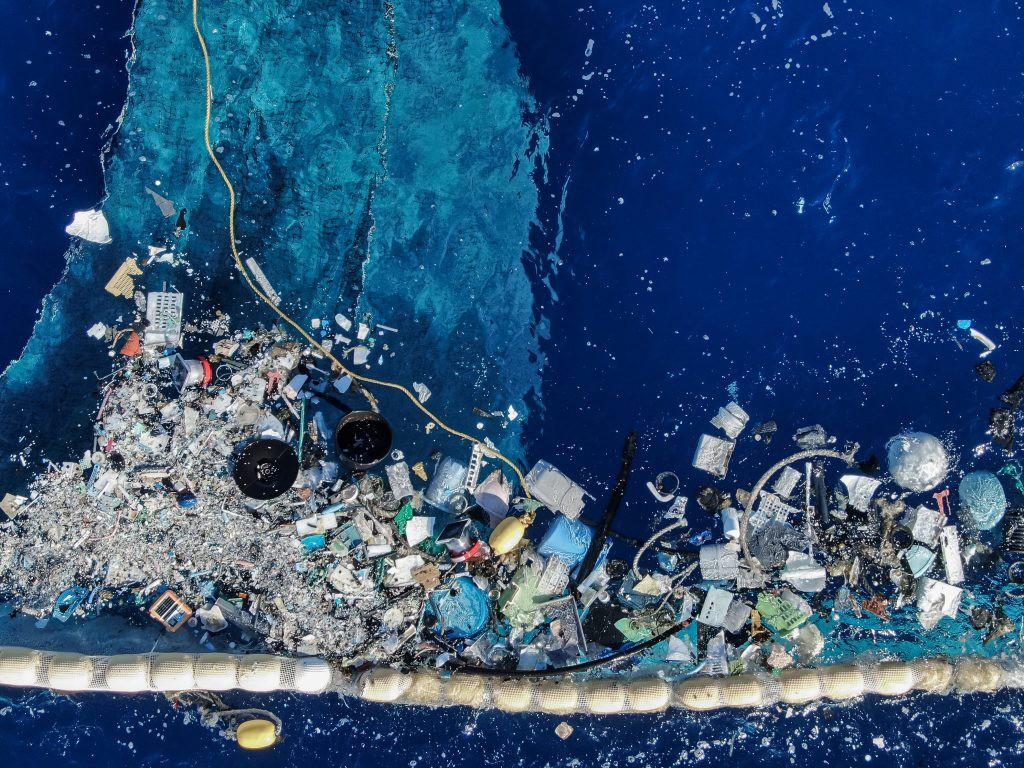 Oczyszczanie oceanu przez system Ocean Cleanup